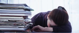Como trabalhar demais não compensa nem o fará rico